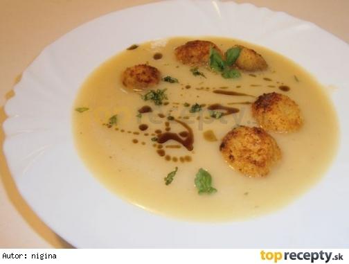 Špargľová polievka so syrovými knedličkami