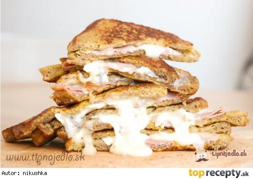 Vajíčkový toast so šunkou a syrom