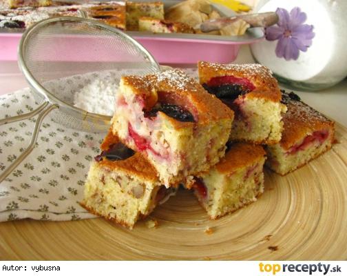 Cuketový koláč so slivkami