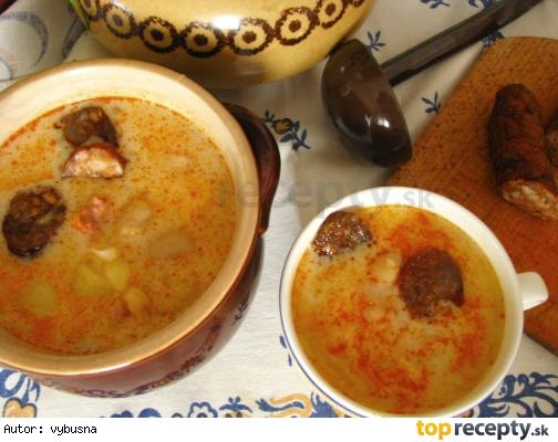 Fazuľová polievka s kyslou kapustou