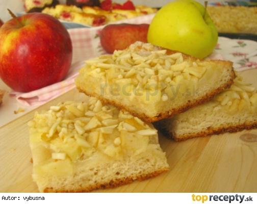 Kysnutý jablkovo maslový koláč s marcipánom