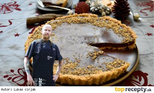 Nepečený koláč s višňovým džemom a čokoládou