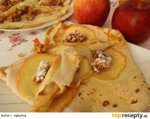 Palacinky s jablkom a karamelovými orechami