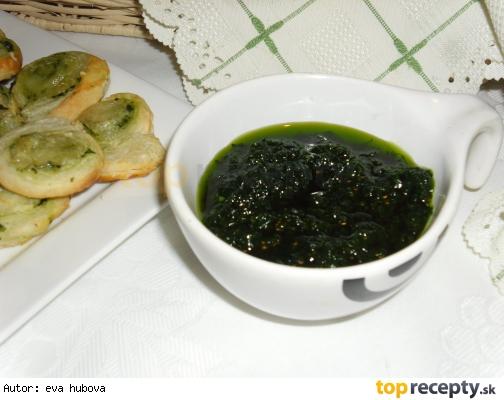 Pesto z medvedieho cesnaku /Pesto z medvědího česneku