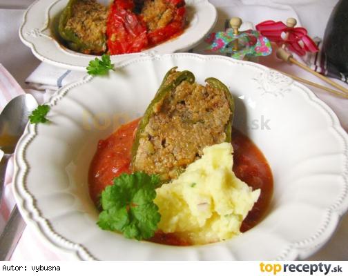 Plnená paprika mletým mäsom a strúhanými zemiakmi