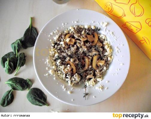 Pohánkové rizoto so šampiňónmi a balkánskym syrom