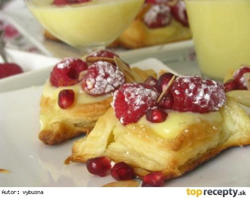 Pudingový dezert s drobným ovocím
