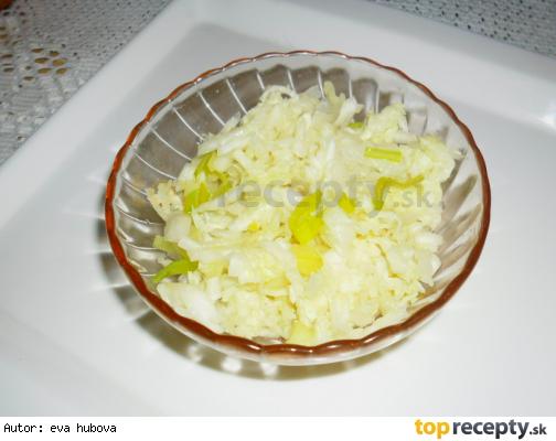 Salát z čínského zelí s pórkem