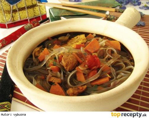 Wok - pikantná kuracia rezancová polievka