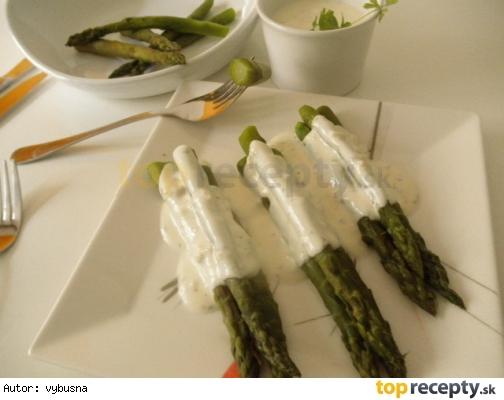Zelená špargľa s jogurtovou omáčkou